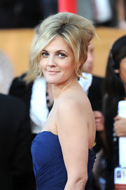 Drew Barrymore hit the red carpet sporting a voluminous beehive looking hair style. Even though the style was kind of messy looking, Drew pulled if off with complete confidence.