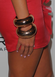 Amber finished off her curve hugging dress with a gold bangle bracelet.