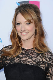 Judy Greer wore her hair in a voluminous half-up, half-down style with long side-swept bangs at the 17th Annual Critics' Choice Movie Awards.