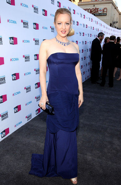 Wendi McLendon-Covey wore a rich blue strapless gown to the Critics' Choice Awards.