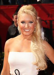 Natalie Gulbis wowed the crowd with beautiful crystal chandelier earrings at the ESPY Awards.