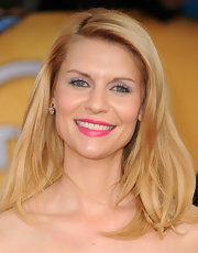 Actress Claire Danes wore 5.50-carat old-mine cut diamond drop earrings in platinum on gold.
