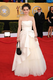 Winona looked like a fairy tale in this strapless tiered evening dress with frothy tulle at the SAG Awards.