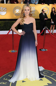 Julia was breathtaking in a blue ombre strapless evening gown at the SAG Awards.