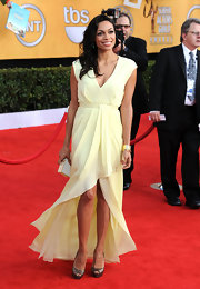 Rosario Dawson paired her buttery frock with satin mocha platform peep toes.