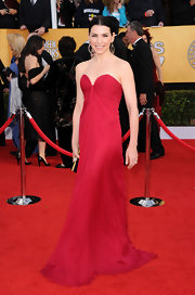 Julianna looked breathtaking at the SAG Awards in a vibrant red chiffon evening gown with a deep sweetheart neckline.