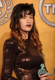 Paz de la Huerta wore dark red lipstick with her shimmery bronze dress for a totally dramatic look during the Screen Actors Guild Awards.