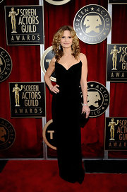 Kyra went for a sleek black in a floor length evening dress with a dramatic sweetheart neckline a the SAG Awards.