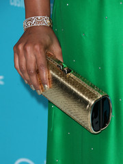 Mindy Kaling's gold clutch worked beautifully with her green dress.