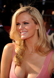 Brooklyn Decker used black liner and charcoal gray shadow to create her dramatic look for the 18th Annual ESPY Awards.