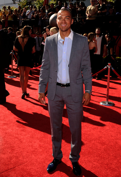 Jesse looked sophisticated yet cool in a well tailored gray suit.