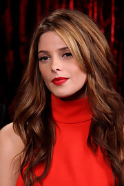 What could be a more perfect combo for Ashley's red turtleneck dress than her juicy red lips and honeyed locks?!
