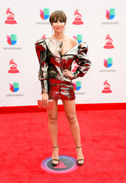 Jackie Cruz went for a leggy look in this super-short gold dress at the 2017 Latin Grammy Awards.