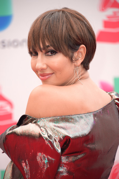 Jackie Cruz attended the 2017 Latin Grammy Awards wearing her hair in a bowl cut.