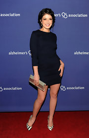 Shanae Grimes jazzed up her ensemble with a sparkling envelope clutch. It was the prefect accessory for her long-sleeved navy blue dress.