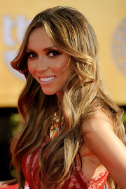 Giuliana Rancic wore her long locks in loose waves at the 18th Annual SAG Awards.