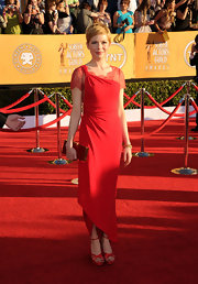Michelle Williams graced the SAG Awards red carpet in Valentino's signature color: red. She continued to sport her bronze pixie cut that makes every red carpet ensemble effortless. A delicate lace decolletage added to the dresses elegance.