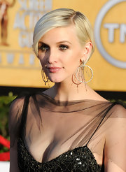 Ashlee Simpson arrived at the 18th Annual SAG Awards wearing her short layered cut sleek and side-swept.