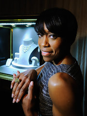 Regina King wore just a clear coat of polish on her perfectly manicured nails at the 18th Annual Screen Actor's Guild Awards behind-the-scenes event.