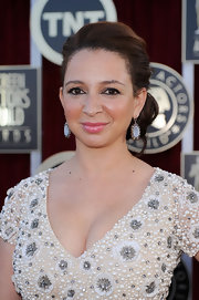 Maya Rudolph wore her hair in a low loose bun at the 18th Annual SAG Awards.