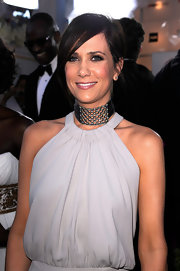 Kristen Wiig wore a shiny mauve lipstick at the 18th Annual SAG Awards.