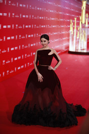 Fan Bingbing was pure drama in a burgundy sheer-panel princess gown by Stéphane Rolland at the Shanghai International Film Festival opening ceremony.