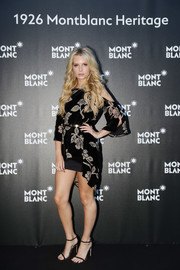 Lottie Moss paired her flirty frock with black slim-strap sandals.