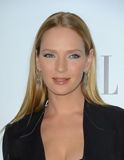 Uma Thurman added a touch of whimsy to her look with these floral etched dangle earrings.