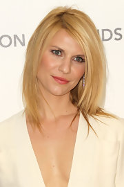 Claire Danes added a sleek touch to her look with straight shoulder length locks.