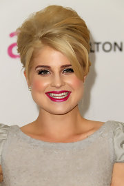Kelly Osbourne added an elegant touch to her look with a classic French twist.