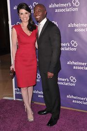 Idina Menzel paired her lovely red frock with nude patent pumps with ridged platforms.