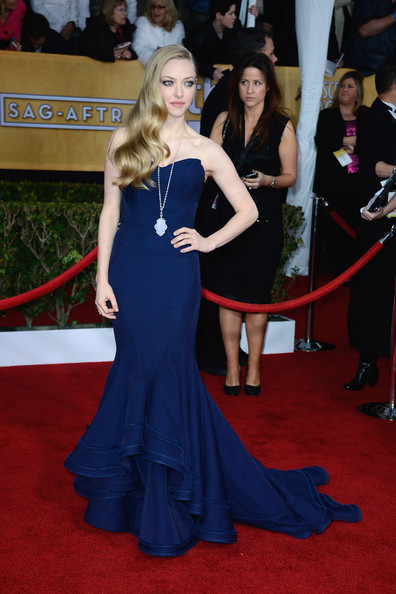 More Pics of Amanda Seyfried Mermaid Gown (1 of 13) - Amanda Seyfried Lookbook - StyleBistro
