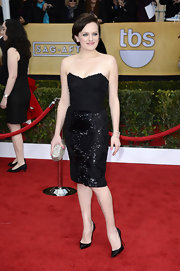 Elisabeth Moss kept things short and sweet in this black strapless sheath dress at the SAG Awards.