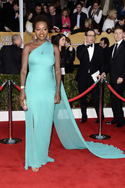 Viola Davis looked like a modern day Grecian goddess in this sky blue chiffon gown with a gorgeous '60s shoulder train.
