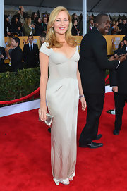 Jennifer Westfeldt went for simple sophistication in a light gray evening dress at the Screen Actors Guild Awards.