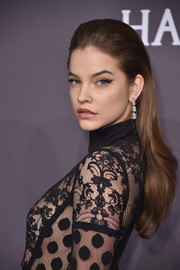 Barbara Palvin sported a partless, straight hairstyle with just a hint of a wave down the ends when she attended the amfAR New York Gala.