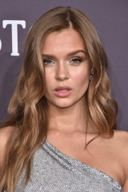 Josephine Skriver looked gorgeous with her flowing wavy 'do at the amfAR New York Gala.