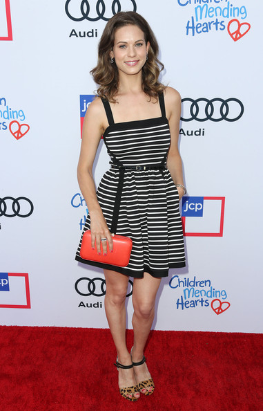 More Pics of Lyndsy Fonseca Print Dress (1 of 4) - Lyndsy Fonseca Lookbook - StyleBistro