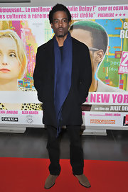 Chris Rock dressed up his ensemble at the '2 Days in New York' Paris premiere with this midnight blue pashmina scarf.