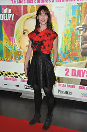 Alexia Landeau wore this red and black tie-dye print dress to the '2 Days in New York' Paris premiere.