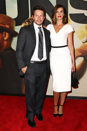 Rhea Durham was seen at the '2 Guns' premiere wearing a classy white dress.