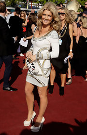 Natalie Bassingthwaighte carried a unique looking cutout clutch at the 2009 ARIA Awards.