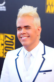 Perez Hilton wore his hair in a flamboyant platinum blonde hightop fade at the 2009 American Music Awards.