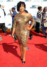 Niecy was electric in a gold off-the-shoulder cocktail dress with daring draw-string elements at the BET Awards.