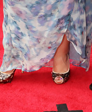 Shawn Johnson added some glitter to her CMT Music Awards ensemble with a pair of gold sequined peep-toes.