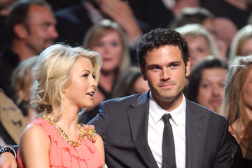 Julianne Hough Chuck Wicks 2009 CMT Music Awards - Backstage And Audience