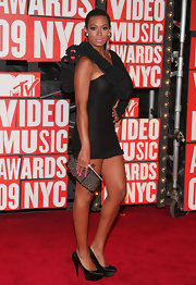 Solange Knowles showed off her studded clutch while hitting the MTV Awards.