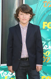 Frankie Jonas has curly chin length hair with long sideswept bangs.