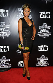 Eve broke her dark palette with a striped yellow hard-case clutch at the 2009 VH1 Hip Hop Honors.