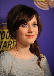 Zooey Deschanel upped her girlish glamour with matte petal pink lipstick.